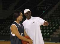 Joe Bryant, head coach of the Tokyo Apache, gives instruction to forward Taketo Aoki during practice on Thursday at Tokyo's Ariake Coloseum. The Apache will open the inaugural bj-league season at home on Nov. 5 against the Niigata Albirex.