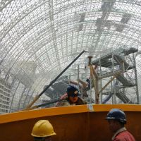 Great mall of China: Laborers work inside what is being touted as 'the largest single building in the world,' currently under construction in China's megalopolis of Chengdu.   AFP-JIJI