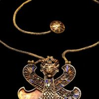 Gold inlaid pendant with a winged-genius (4th century B.C.)