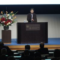 Opening proceedings: Shinichi Nakazawa (Director at the Institut pour la Science Sauvage, Japan) giving the keynote speech of the Res Artis General Meeting 2012 Tokyo,' Oct. 26, at the United Nations University.   PHOTO BY SHIGEO MUTO © RES ARTIS GENERAL MEETING 2012 TOKYO JAPAN COMMITTEE