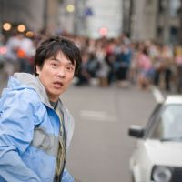 Running man: Masato Sakai as Masaharu Aoyagi in the film version of the novel 'Golden Slumber' by Kotaro Isaka, which has recently been published in English as 'Remote Control.' | © 2010 GORUDEN SURANBA SEISAKU IINKAI / DVD SOLD BY AMUSE SOFT ENTERTAINMENT INC.