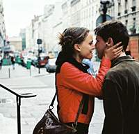 Natalie Portman and Melchior Beslon lap up the love vibes in 'Paris, je t'aime.' | (c)MATHILDE BONNEFOY/VICTOIRES INTERNATIONAL 2006