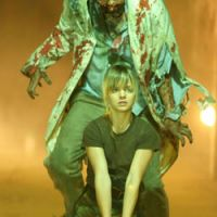 It's behind you!: Mena Suvari in 'Day of the Dead' | © 2007 DOD PRODUCTIONS INC.