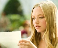 Mail and female: Amanda Seyfried. | (c) 2010 SUMMIT ENTERTAINMENT, LLC. ALL RIGHTS RESERVED.
