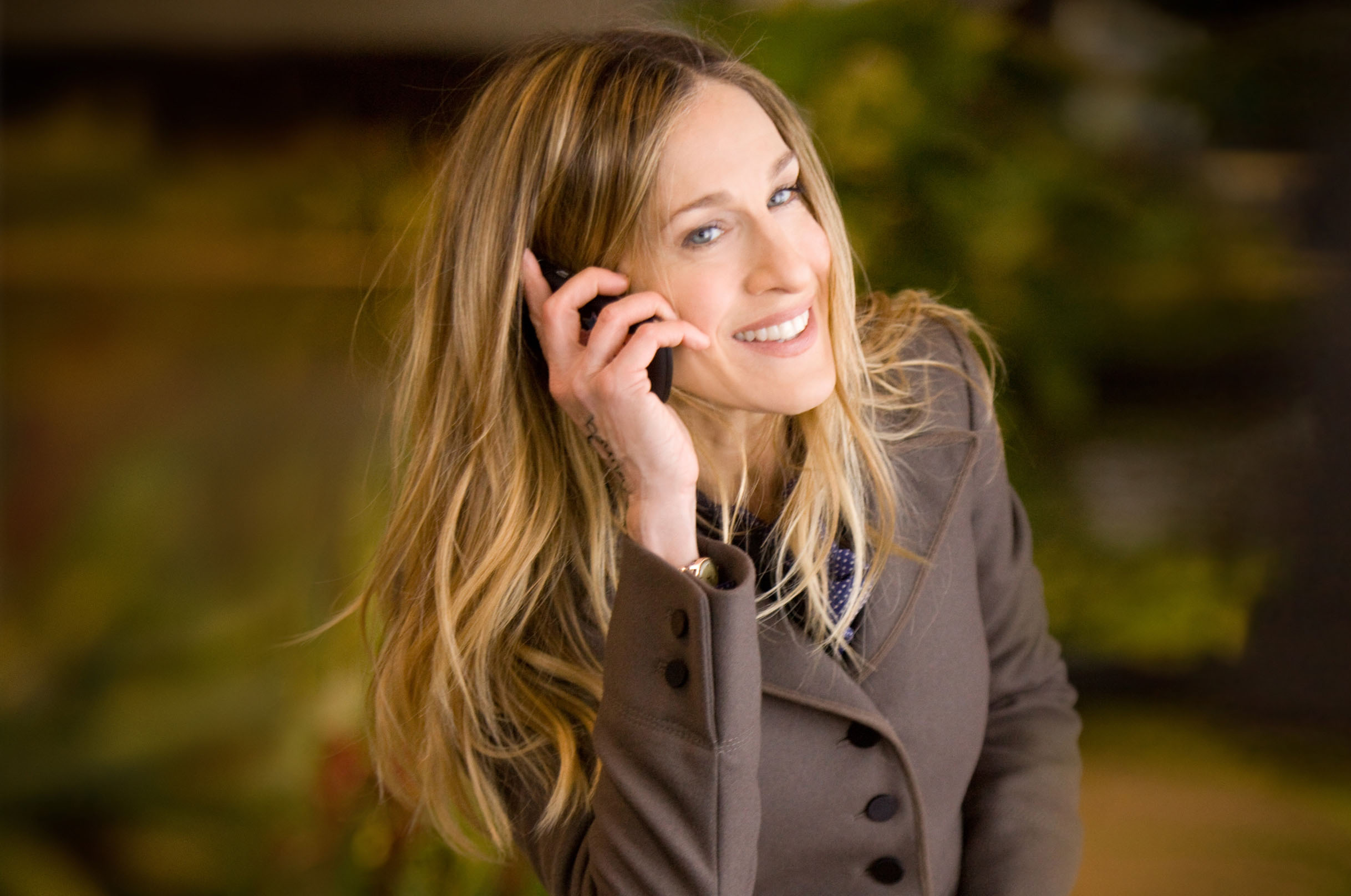 Phone alone: Sarah Jessica Parker plays supermom Kate in 'I Don't Know How She Does it.' | © 2011 IDK USA, LLC. All Rights Reserved.