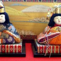 Gastronomic bliss: Depicting the wedding procession of a Heian Period (794-1185) imperial prince and princess, an  ohina-sama  set is usually accompanied during Hina Matsuri by a layered  mochi  (pounded-rice cake) called  hishi-mochi . | MAKIKO ITOH