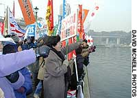 Ayako Nishimura joins demonstrators in Yokosuka to protest the dispatch of the battleship Kirishima.