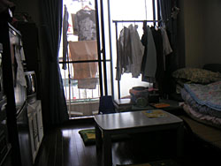 Sankaku Navi provides temporary housing and apartments, as well as counseling services, for victims of domestic violence.