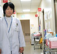 Cancer surgeon Takako Kamio at work | TOMOKO OTAKE PHOTO