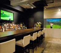 Par bar: Between strokes, the Shirokane Club has plenty to tipple your fancy. | YOSHIAKI MIURA PHOTO