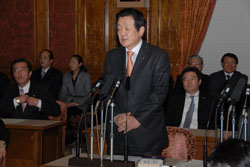 Speaking out: Democratic Party of Japan lawmaker Yukihisa Fujita addresses the Diet and Prime Minister Yasuo Fukuda on his doubts about the official story of the Sept. 11, 2001 attacks on the U.S. | COURTESY OF YUKIHISA FUJITA