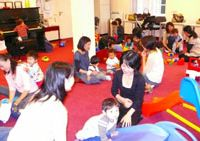 Playground: Japanese mums and their toddlers at the Chibikko Club in Amstelveen, Holland. | YUMI WIJERS-HASEGAWA