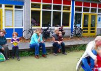 Globetrotters: English-Speaking Contact Group members in Haarlem, Holland, sit outside their meeting room as Katrina Cooper plays with her son Walter. | YUMI WIJERS-HASEGAWA