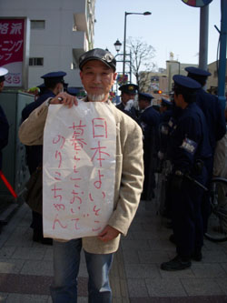 Counterdemonstrator Ryo Hagitani supports 13-year-old Noriko's right to stay in Japan.