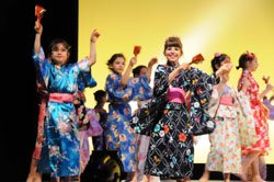 Third-graders perform traditional Japanese 'Awa Odori' and 'Tokyo Ondo' dances and a hip-hop version of 'Soran Bushi.' | SATOKO KAWASAKI SATOKO KAWASAKI PHOTO