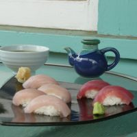 Meaty morsels: Fresh sushi featuring ahi at Sushi Rock restaurant in Hawi, Hawaii. | KAZUE YONEZAWA PHOTO