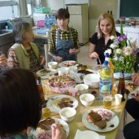 Feast of the senses: Ulla Kodama (third from left) from the Japan-Estonia Friendship Association, and Rutt Molter (fourth from left) are joined by Japanese participants as they enjoy the Estonian dishes prepared during a cooking event held April 29 in Tokyo's Toshima Ward. | MAMI MARUKO PHOTO