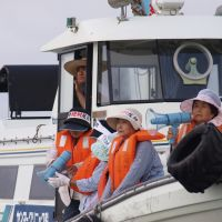 Local anger: Iwaishima Island fisherwomen in Yamaguchi Prefecture protest a nuclear plant planned nearby by Chugoku Electric Power Co. on Sept. 10, 2009. | MASAYUKI TOJO PHOTO