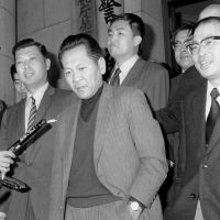 Inconvenient truths: Mainichi Shimbun staff writer Takichi Nishiyama (center, left), who in 1971 revealed secret deals surrounding the 1972 reversion of Okinawa from U.S. to Japanese rule, is released from prison on April 9, 1972.   KYODO