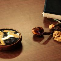 Small is beautiful: A manju netsuke and other smaller ones strung off master carver Akira Kuroiwa's cellphone. | JULIAN LITTLER