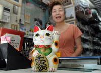Maneki neko work their whole lives in silence, bringing in luck and profits. | YOSHIAKI MIURA
