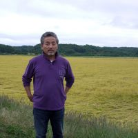 Breaking new ground: Toshihiko Ito, head of the Sukagawa, Fukushima Prefecture-based agricultural company J-Rap, stands by one of its paddies where his innovative techniques appear to be succeeding in greatly reducing radiation in the rice.   TOMOKO OTAKE