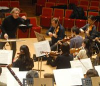 Conductor Hubert Soudant leads the Tokyo Symphony Orchestra at a rehearsal this month. | YOSHIAKI MIURA PHOTO