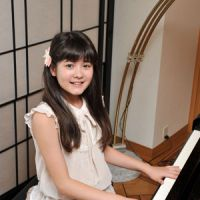 Play us a tune: Budding pianist Umi Garrett stops by The Japan Times to play a tune Tuesday. | YOSHIAKI MIURA