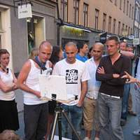 Passers-by in Stockholm share a wish with artists Crust and Dirt via a laptop. | PHOTO COURTESY OF NAKAOCHIAI GALLERY