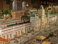 Model train buff brings out his toys for everyone