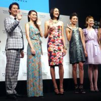 Kobe to Tokyo: Supermodel Ai Tominaga (center) with Yuri Ebihara (on her left) and other presenters promote Tokyo Runway, scheduled for March 20.