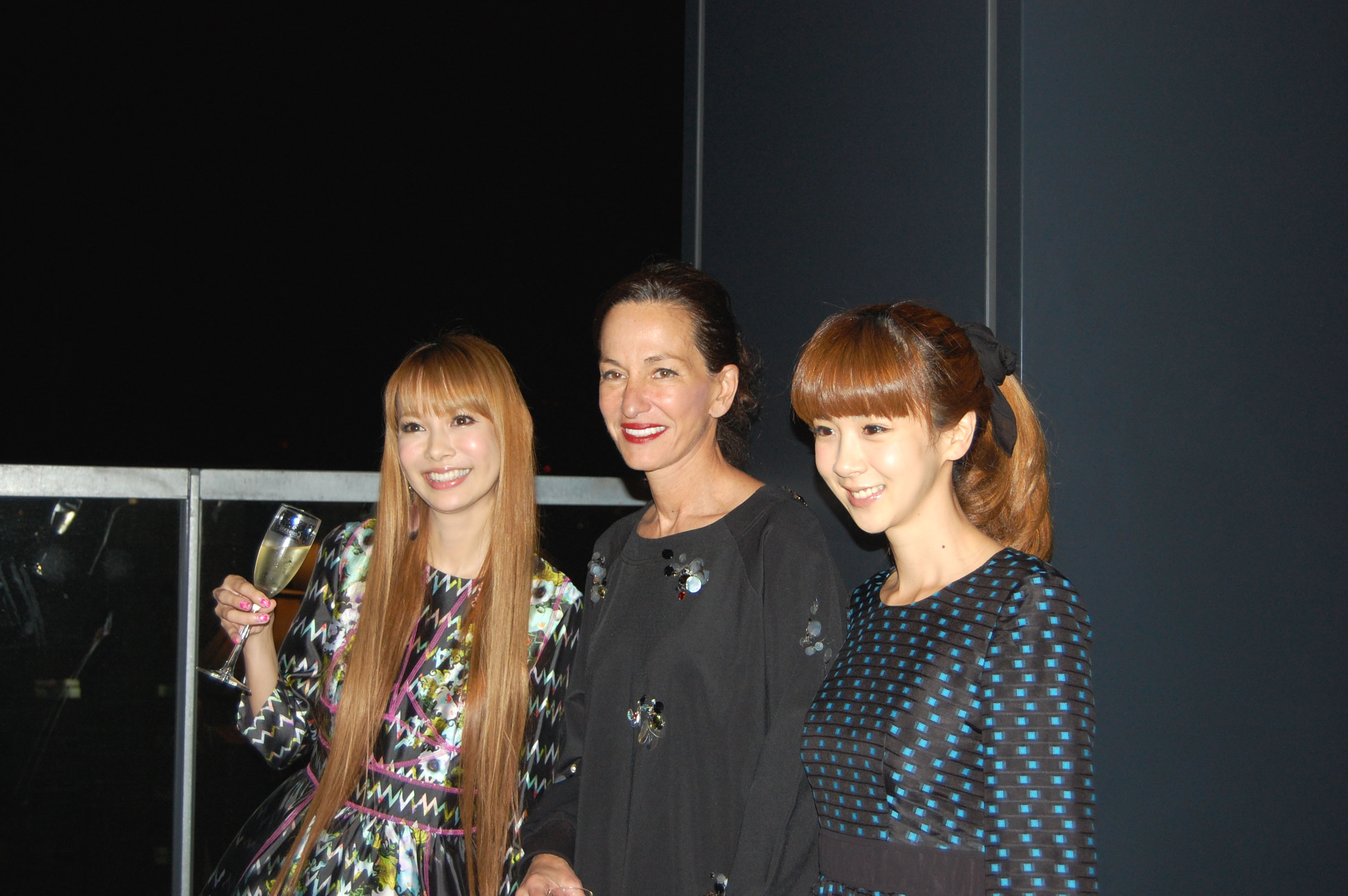 A decade of decadence: Designer Cynthia Rowley (center) poses with TV personalities Sakura Uehara (left) and Aki Hoshino (right) during a recent visit to Tokyo. Rowley was in the city to mark her 10th year of doing business here. | JFWO