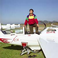 One of the Japan Soaring Club's resident celebrities is aviator Reiko Morinaka, seen here rising from her stunt-glider 'Red Fox.' Morinaka holds various national and international records, including the world record for the longest continuous flight by a woman, set in Argentina in 2004 after registering a single flight of 1,187 km. | AIA JUDES PHOTOS