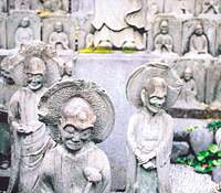Five hundred bas-relief rakan, stone images representing the disciples of Buddha, were carved by monks at Daien-ji in memory of a fire that burned one-third of Edo and killed nearly 18,000 people in 1772. | KIT NAGAMURA PHOTOS