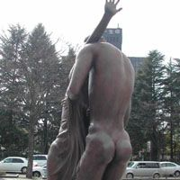 A couple of statues get carried away in Kotodai Koen