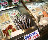 Local flavors: Freshly caught saury (above) on sale in a shopping mall at Kariya Highway Oasis rest stop resort (right) on the Wangan Highway south of Nagoya. Center: Hamanako Service Area's eel-flavored pretzels. | BOB SLIWA PHOTO