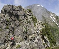 Peaks ahoy: Chains and narrow paths on the ascent of Tsurugi-dake