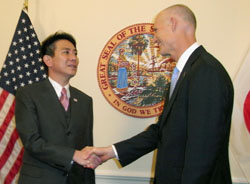 Let's make a deal: Foreign Minister Seiji Maehara is greeted by Florida Gov. Rick Scott in Tallahassee on Saturday. | KYODO PHOTO