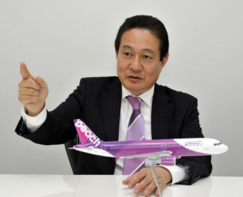 Wheels up: Shinichi Inoue, CEO of Peach Aviation Ltd., speaks to The Japan Times on June 3 in Tokyo. | YOSHIAKI MIURA PHOTO