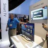 The future is here: International Consumer Electronics Show attendees check out Samsung's new smart  TVs in Las  Vegas. | KYODO