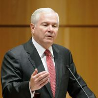 Wary of North's threat: U.S. Defense Secretary Robert Gates delivers a speech at Keio University in Tokyo on Friday.   KYODO PHOTO