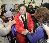 Coup complete: Chicken farmer Yoshimasa Nishihira thanks supporters at his campaign office as he prepared to declare victory in Sunday's mayoral election in Akune, Kagoshima Prefecture. | KYODO PHOTO