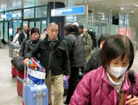 Rome sweet Rome: Japanese travelers arrive at Leonardo da Vinci International Airport in Rome late Monday night on a flight from Cairo chartered by the Japanese government. | KYODO PHOTO