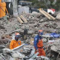Holding onto hope: Japanese rescuers search through the wreckage of the CTV building in Christchurch, New Zealand, on Saturday.   KYODO PHOTO