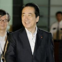 The key still works: Prime Minister Naoto Kan enters the Prime Minister's Official Residence on Wednesday. | KYODO