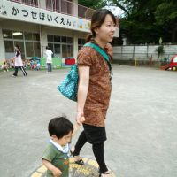 Homeward bound: A mother takes her child home from a day care center in Ebina, Kanagawa Prefecture, on June 10.   KYODO PHOTO