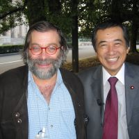 'Amicizia': Italian journalist Pio d'Emilia and Prime Minister Naoto Kan get together on a street near the Diet in November 2004, when Kan was an opposition lawmaker. | PIO D'EMILIA PHOTO