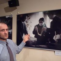 Never forget: Czech photographer Martin Hladik explains one of his photos in Tokyo on Aug. 12.   KYODO