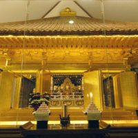 Shining symbol : The Golden Hall at Chusonji Temple, a desginated World Heritage site in Iwate Prefecture's Hiraizumi area, is housed in a sealed glass structure to help prevent decay. | KYODO PHOTO