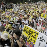 No nukes: Thousands participate in an antinuclear rally in Meiji Park in Tokyo on Sept. 19. | KYODO